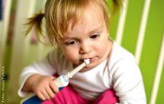 Gepflegtere Zähnchen, weil's brummt? Wenn elektrische Zahnbürsten Kinder motivieren, ist das schön. Weniger schön sind die schlecht abgerundeten Borsten einiger Modelle im Test.