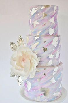 30 Stunning Metallic Wedding Cakes | see them all on www.onefabday.com #weddingcakes #weddingcakesmodern