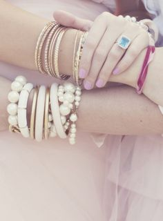 Gold bangles and pearls I Love Jewelry, Jewelry Box, Jewelery, Jewelry Accessories, Fashion Accessories, Boho Jewellery, Vintage Jewellery, Ring Bracelet, Bangle Bracelets