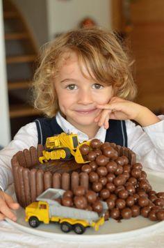 Digger Birthday Cake, Truck Birthday Cakes, Construction Party Cakes, Construction Birthday Parties, Superhero Cake, Baby Food Recipes, Kids Meals, Cake Decorating, Cupcakes