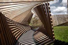 Ekko es una instalación permanente creada por Thilo Frank desde doscientas estructuras de madera que giran alrededor de su propio eje a través de...