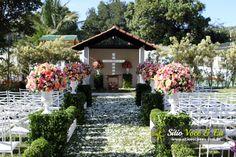 Decoração floral em tons pastéis. Casamento com Cerimônia Religiosa ao Ar Livre.