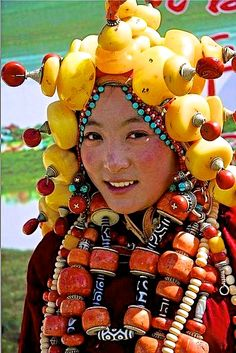 amazing amber headdress - Tibet