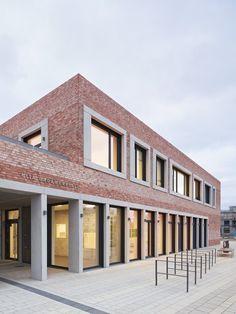 "School and Community Center ""B³ Gadamerplatz"",© Stephan Baumann"