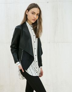 Giubbino perfetto con vestitini e pantaloni. This faux leather jacket is perfect with dresses and pants
