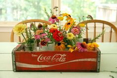 I love those old soda boxes! I really really want one :) would be an awesome birthday present for me lol