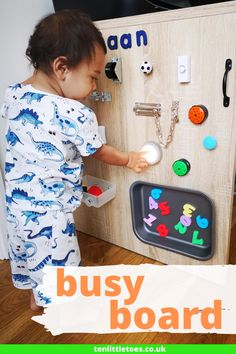 Help your toddler to learn through play by creating a homemade toddler busy board. This diy sensory wall is easy to make and suitable for boys and girls. The everyday objects are ideal for keeping them busy and the fine motor activities will help their development. You can also tailor a busy board for a baby too. Click for more info. Baby Sensory Board, Toddler Activity Board, Sensory Wall, Baby Sensory Play, Baby Play, Sensory Activities Toddlers, Preschool Learning Activities, Infant Activities, Motor Activities