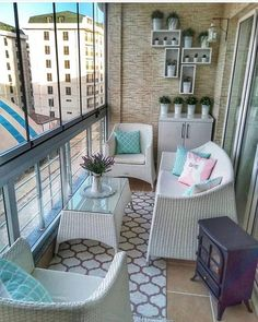 Best Picture For country sunroom decorating For Your Taste You are looking for something, and it is Home Room Design, Decor Interior Design, Interior Decorating, House Design, Design Design, Small Balcony Design, Small Balcony Decor, Sunroom Decorating, Apartment Balcony Decorating