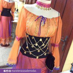 Esta semana el atelier está temático ... Les presentamos los disfraces que hemos confeccionados, este es de GITANA (Esmeralda), diseño en 3 piezas: falda, blusa y corset incluyen los accesorios..