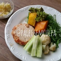 Almoço de hoje: brócolis romanesca couve flor abóbora japonesa abóbora  pepino couve hambúrguer de frango e chucrute com umas gotinhas de mel.  Tem dúvidas sobre a paleo? LINK NA BIO! #dieta #dietas #dietasempre #dietasemsofrer #dietapaleolitica #dietapaleo #paleo #paleofood #paleolitica #paleolife #paleolifestyle #paleodiet #mydiet #eatclean #primal #primalfood #realfood #eatreal #fit #healthychoices #fitfood #reeducacaoalimentar #saude #saudavel #vidasaudavel #comersaudavel