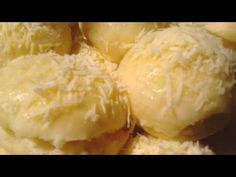 Vamos ensinar uma receita que é muito especial, o pãozinho delicia, muito apreciado na Bahia. Quer aprender a fazer? Então veja aqui passo a passo. Grubs, Dairy, Ice Cream, Cheese, Desserts, Food, Fruit Cake Recipes, Tasty Food Recipes, Delicious Recipes