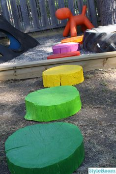 Fun idea for the garden as well as for kids. Just take chopped wood pieces and paint them colorfully and place as stepping stones.