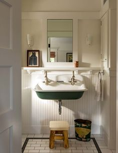 Bad Inspiration, Bathroom Inspiration, Santa Monica Ca, Home Interior, Interior Decorating, Interior Ideas, Sweet Home, Laundry In Bathroom, Bungalow Bathroom