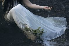 Image about girl in Ophelia by Joanna on We Heart It Carlisle, Shakespeare, Nicole Dollanganger, The Ancient Magus Bride, Three Rivers, Faeries, More Photos, Dream Life, Ethereal