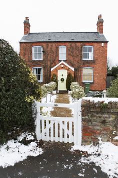 Nicole Franzen Photography | english countryside, snow, christmas, exterior