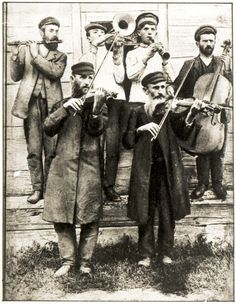 Hasidic musicians outside the 'rebe's house on the day of his daughter's wedding. Grodzisk Mazowiecki, March 29, 1925.