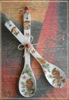 Една оригинална декорация,която ще допълни уюта на Вашата кухня-симпатична декоративна дървена лъжица весели мотиви в топли есенни цветове. размер около 30 см дължина декупаж,рисуване,лаково покритие,възможност за окачване на стена или друга подходяща повърхност цена за брой налични 2 бр