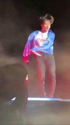 why tho? What has possessed him!why tho? What has possessed him! Source by Jungkook Oppa, Bts Bangtan Boy, Foto Bts, Bts Photo, Jikook, K Pop, Jung Kook, J Hope Dance, Bts Dancing