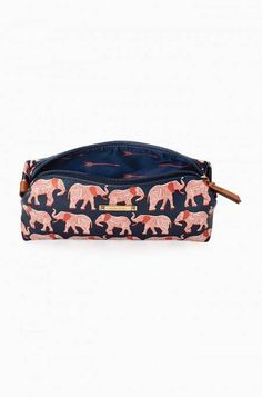 Pouf Slim in a new elephant print, coming soon from Stella & Dot! Touching up on the go is made simple with a slimmer version of our best-selling pouf. Now you can fit all of your cosmetic needs, including your long makeup brushes!