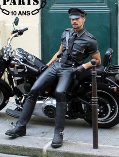 Leather Trousers, Leather Gloves, Leather Men, Motorcycle Leather, Leather Fashion, Kinky, Street Style, Guys, Sexy