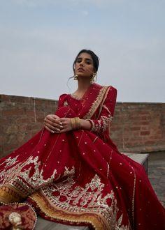 Pakistani Bridal, Pakistani Dresses, Indian Dresses, Pakistani Gharara, Pakistani Clothing, Sabyasachi, Indian Bridal Outfits, Bridal Dresses, Indian Photoshoot
