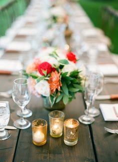 #tablescapes, #centerpiece  Photography: Laura Ivanova Photography - lauraivanova.com Floral Design: Munster Rose - www.munsterrose.com Reception Venue: Detroit Country Club - www.detroitcountryclub.com