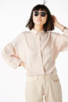 Amazingly soft and flowy, this button up collared blouse has droopy sleeves which are slightly gathered at the arm hole for a bit of extra flair.