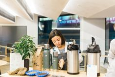 Hannah replenishes the coffee – a PNG single origin and Kokako's Aotea blend, which includes beans also grown by HOAC.