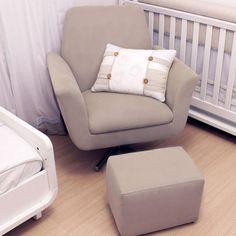 Muitas leitoras me escrevem perguntando se realmente a cadeira de amamentação é item necessário no enxoval do bebê! Minha resposta é sempre SIM!!! Mesmo sabendo que ela será usada por pouco tempo, trata-se de uma compra que vale super a pena e acaba ajudando, em muito, a vida da mamãe e do bebê! Outra dúvida...
