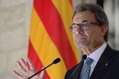 Liberation.fr: Catalogne. «Nous voulons voter», a-t-il déclaré après la signature solennelle du décret au palais de la Generalitat, le gouvernement catalan. Il faisait écho au slogan des partisans de l'indépendance qui ont une nouvelle fois manifesté par centaines de milliers à Barcelone le 11 septembre, jour de la Catalogne.