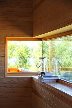 Skammi - wide window with deep window ledge