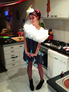 For the glow cloud costume.an alternate idea Rain Cloud Costume, Rain Costume, Storm Costume, Hallowen Costume, Diy Costumes, Homemade Costumes, Couple Costumes, Costume Ideas, Halloween Carnival