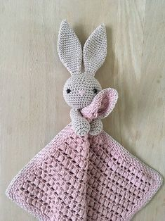 Her finder du opskriften på NuCrochet Patterns Blanket Here you will find the recipe for Nussekaninen Karla. The basic recipe for the actual cloths … Crochet Security Blanket, Crochet Lovey, Crochet Baby Toys, Crochet Bunny, Crochet Blanket Patterns, Baby Knitting Patterns, Crochet For Kids, Crochet Animals, Amigurumi Patterns