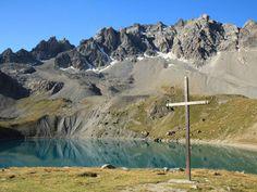 Le lac Sainte-Anne, dans le Queyras (Hautes-Alpes, France).
