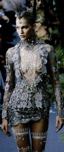 supermodelgif: Christian Dior Haute Couture by John Galliano Fall 1997 Haute Couture Style, Couture Mode, Couture Fashion, Runway Fashion, Foto Fashion, Fashion Art, High Fashion, Fashion Show, Womens Fashion
