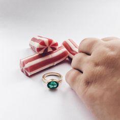 Det kan være svært at have sit Instagram-øjeblik for sig selv når der er små tykke fingre i nærheden... 😂 #hapshaps #yumyum #gold #guld #silver #sølv #diamond #diamant #smykker #jewelry #jewellery #guldsmed #jeweller #goldsmith #handcrafted #handmade #danishdesign #guldsmedlouisedegn