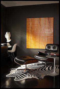 Black walls,large art and Eames Lounge chair, 1956 Masculine Room, Masculine Interior, Masculine Office, Lounges, Muebles Living, Dark Walls, Brown Walls, Grey Walls, Piece A Vivre