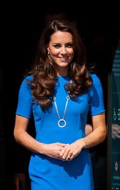 Kate Middleton - die Herzogin von Cambridge - ganz im Blau beim Besuch der National Portrait Gallery.