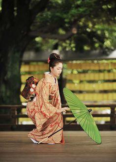 """thekimonogallery:  Mitama Matsuri in Tokyo's Yasukuni Shrine -a performer of Nihon Buyou, or traditional Japanese dance.   """