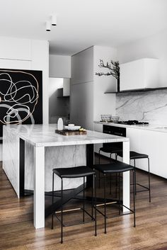 Kitchen Design inspiration by @designmeme | Australian Design. Interiors. Kitchen. | #australiadesign #modernliving #furniture | More inspiration at: https://www.brabbu.com/en/inspiration-and-ideas/