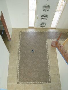 tile pattern in entry way