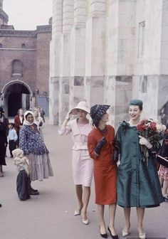 Dior meets Khrushchev - French Fashion goes to Moscow 1959 Vintage Dior, Mode Vintage, Vintage Glamour, Vintage Dresses, Vintage Ladies, Vintage Outfits, Vintage Hats, Russian Fashion, French Fashion