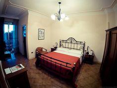 HOTEL LE PALME Lecce a pochi passi dal centro storico ed artistico di Lecce, l'Hotel delle Palme offre ai suoi ospiti un servizio attento e discreto in ambienti confortevoli e luminosi.   Ideale per trascorrere una piacevole ed indimenticabile vacanza nel cuore del Salento o per accogliere un evento, il Vintage Hotel delle Palme, dal 1972 punto di riferimento per migliaia di viaggiatori provenienti da tutte le parti del mondo, dispone di 96 spaziose camere in stile classico