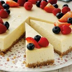 A classic Cheesecake Recipe: All the flavour and creamy decadence of a New York Cheesecake, but not as naughty! Using The Lake District Dairy Co. Quark instead of cream cheese in this recipe means 438 fewer calories per portion, less fat pe Classic Cheesecake, Cheesecake Recipes, Homemade Cheesecake, Slimming World Cheesecake, Quark Recipes, Yummy Treats, Sweet Treats, American Cheesecake, Gastronomia
