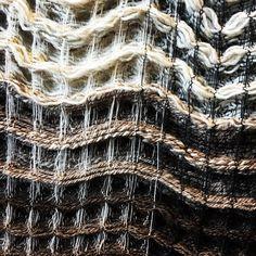 Contrasts #wovenart #handwoventextiles #weaversofinstagram #weavedesign #walldecor #honeycombweave