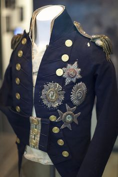 Nelson's Trafalgar uniform, National Maritime Museum, Greenwich, London Source by elistutu Army Uniform, Military Uniforms, Military Jacket, Historical Costume, Historical Clothing, Collections D'objets, Maritime Museum, Theatre Costumes, Sharp Dressed Man