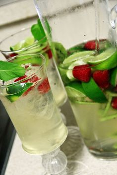 White wine sangria with raspberries, kiwi, green apples    1 bottle of La Capra Sauvignon Blanc   1/2 litre of club soda (or ginger ale if you like it really sweet ... I personally do not)   2 kiwis   1/2 cup of raspberries   2 limes   1/2 cup of sugar