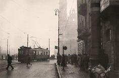 Warszawa, ulica Marszałkowska z ruinami kościoła Najświętszego Zbawiciela przy placu Zbawiciela (lata 40. XX w.)