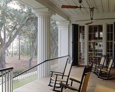 Step inside Ben Affleck's country home in Savannah – Ben Affleck house Southern Porches, Southern Homes, Southern Charm, Southern Style, Southern Living, Southern Comfort, Simply Southern, Georgia Islands, Arquitetura