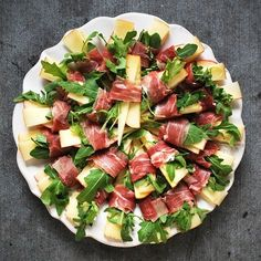 Prosciutto wrapped apple and manchego cheese slices with arugula greens! Prosciutto wrapped apple and manchego cheese slices with arugula greens! Dinner Party Recipes, Appetizer Recipes, Dinner Parties, Mini Dessert Shots, Apple Bite, Roasted Apples, Manchego Cheese, Cranberry Cheese, Apples And Cheese